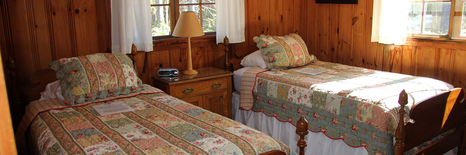 Twin beds at Lone Pine Cottage